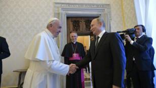 El presidente ruso, Vladimir Putin, se reúne con el Papa Francisco en el Vaticano el 4 de julio de 2019.