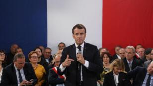 Emmanuel Macron durant la dernière étape du grand débat à Cozzano, sur l'île corse, jeudi 4 avril.