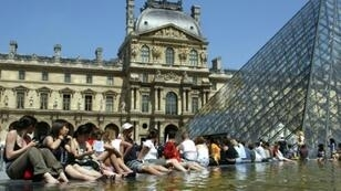 """A Paris official wants to ban Airbnb to stop the city from becoming an """"open-air museum"""""""