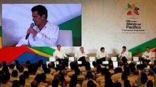 El presidente de México, Enrique Peña Nieto, habla durante la ceremonia de clausura del V Encuentro Empresarial de la Alianza del Pacífico en Puerto Vallarta, Jalisco, México el 23 de julio de 2018.