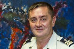Entré dans l'armée comme enfant de troupe, le lieutenant-colonel François-Xavier Marchand a passé le concours de Saint-Cyr et est devenu officier des armes, avant de reprendre des études de psychologie. Il dirige la Cispat.