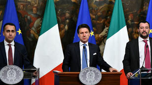 Le chef de file du M5S, Luigi Di Maio, le président du Conseil, Giuseppe Conte, et le ministre italien de l'Intérieur, Matteo Salvini le 17 janvier 2019.
