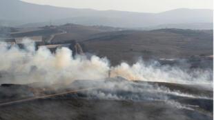 Columnas de humo se elevan en el pueblo libanés Maroun Al-Ras tras un ataque israelí este domingo 1 de septiembre