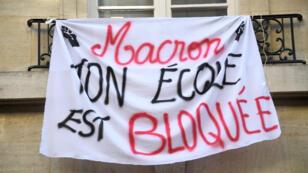Sciences Po bloqué par les étudiants, le 18 avril 2018 à Paris.