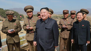 Une photo non datée publiée par Pyongyang le 6 avril 2019 montre Kim Jong-un en visite sur un site militaire à Yangdok, en Corée du Nord.