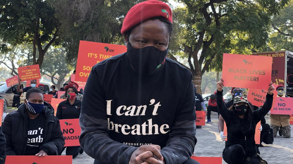Las protestas por la muerte de George Floyd en Minneapolis, Minnesota han dado la vuelta al mundo, como demuestra esta manifestación en Pretoria, Sudáfrica.