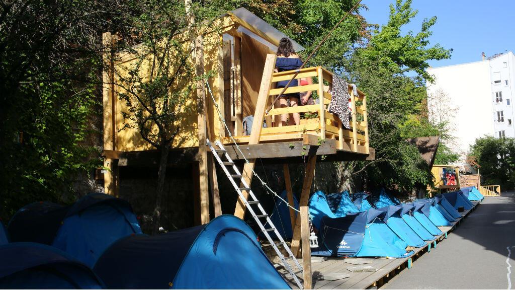 Le camping des Grands Voisins, dans l'enceinte de l'ancien hôpital Saint-Vincent-de-Paul, à Paris.