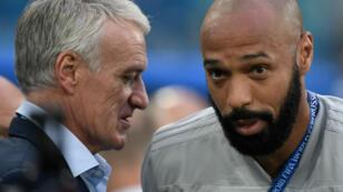 Didier Deschamps en grande discussion avec Thierry Henry.