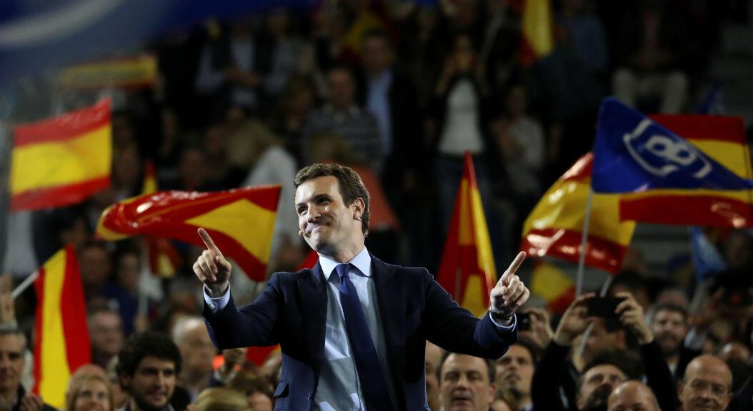 El candidato del Partido Popular de España (PP), Pablo Casado, asiste a un mitin de la campaña electoral en Madrid, el 26 de abril de 2019.