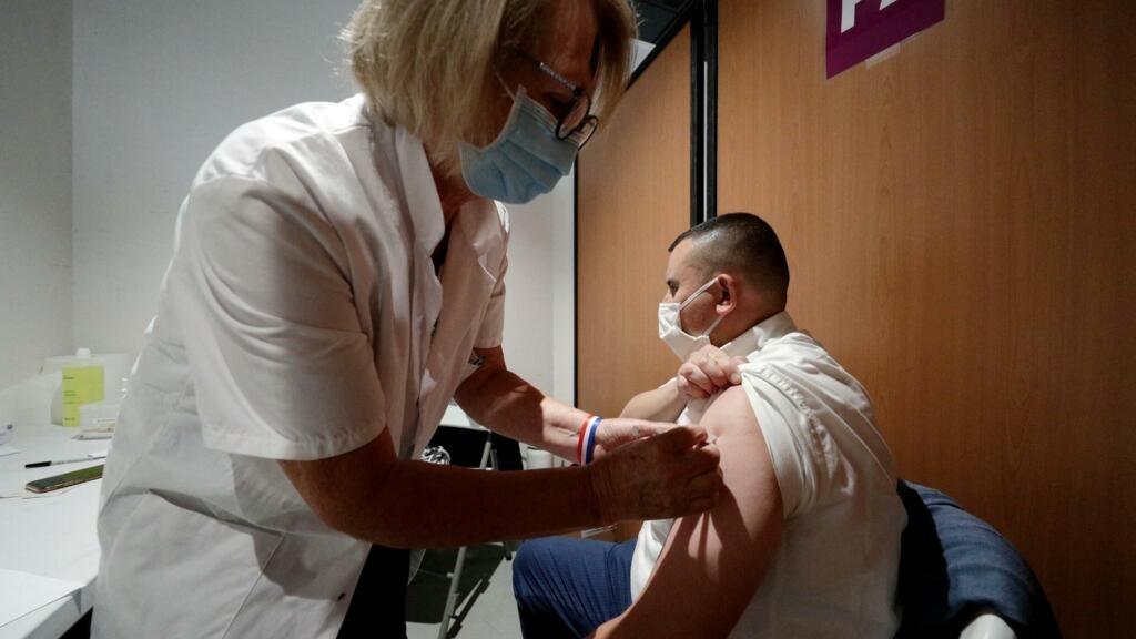 Covid-19 : un rappel vaccinal sera-t-il bientôt nécessaire en France?