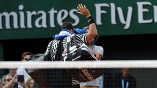 Blessé, Jo-Wilfried Tsonga quitte le court samedi en raison de douleurs aux adducteurs.
