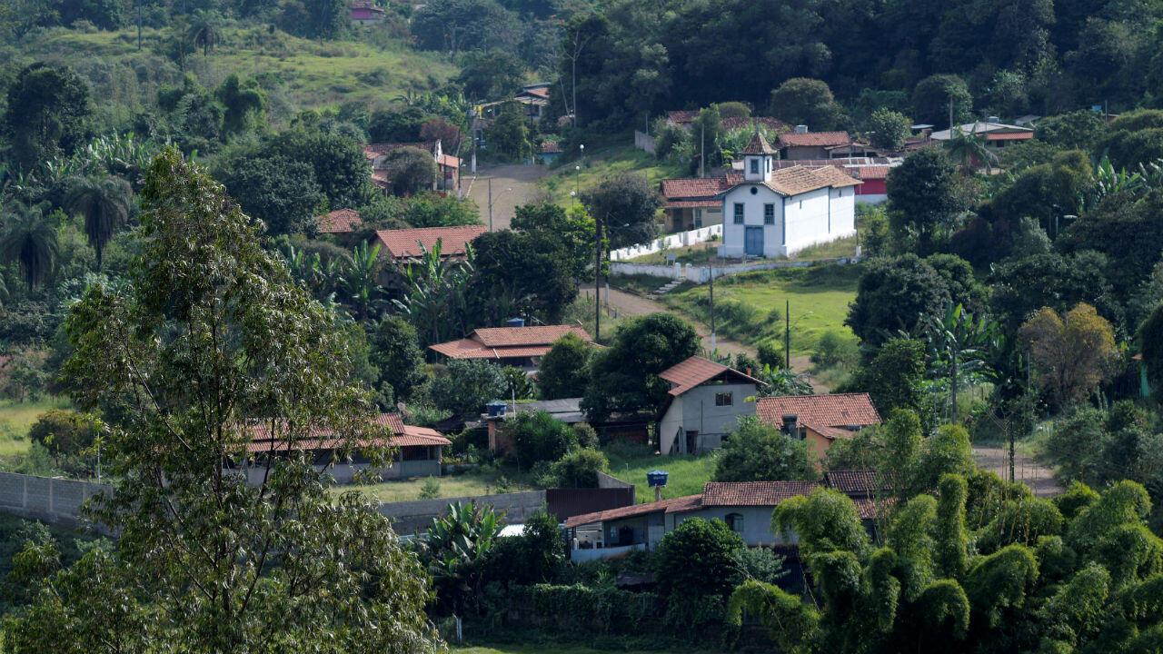Una vista de la vacía comunidad de Vila Socorro, el 24 de mayo de 2019, cerca de la represa en la mina Gongo Soco de la compañía brasileña Vale, en medio de informes de que podría colapsar, en Barão de Cocais, estado de Minas Gerais, Brasil.
