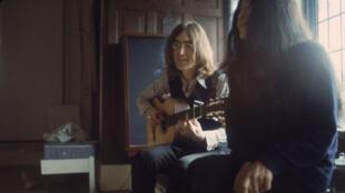 John Lennon avec sa future femme Yoko Ono, en décembre 1968.