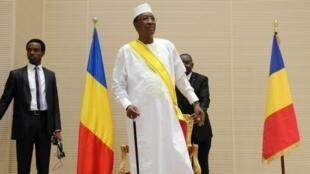 إدريس ديبي خلال تنصيبه كرئيس لولاية خامسة في 8 أغسطس/آب 2016.