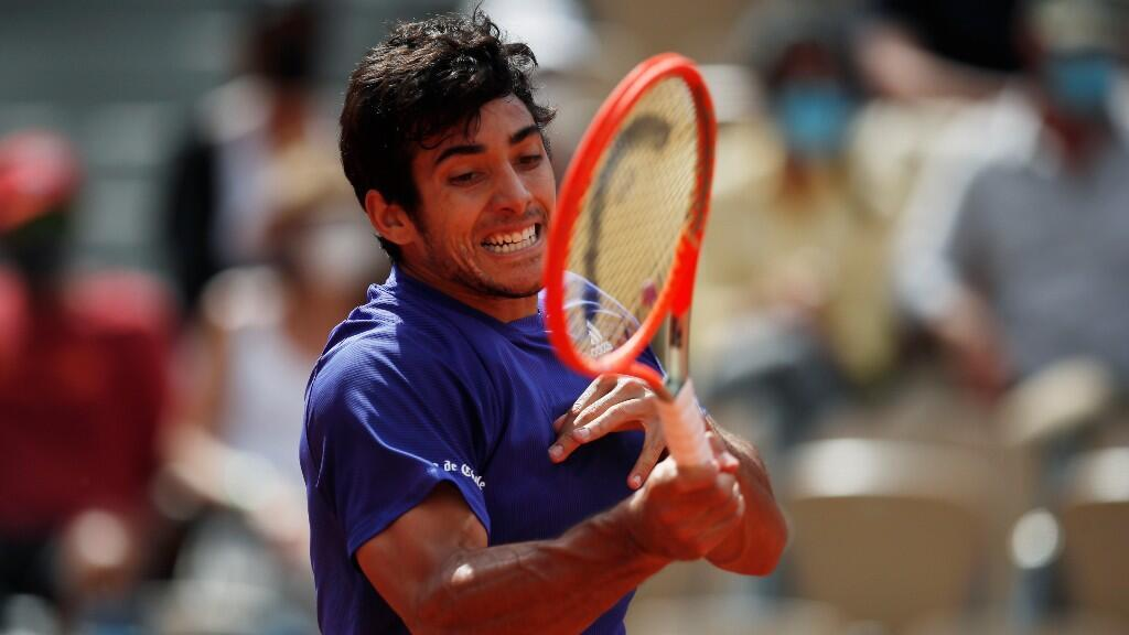 Chilean player Cristian Garín moves his racket in his round of 16 duel against Russian Daniil Medvedev.  Paris, France, June 6, 2021.