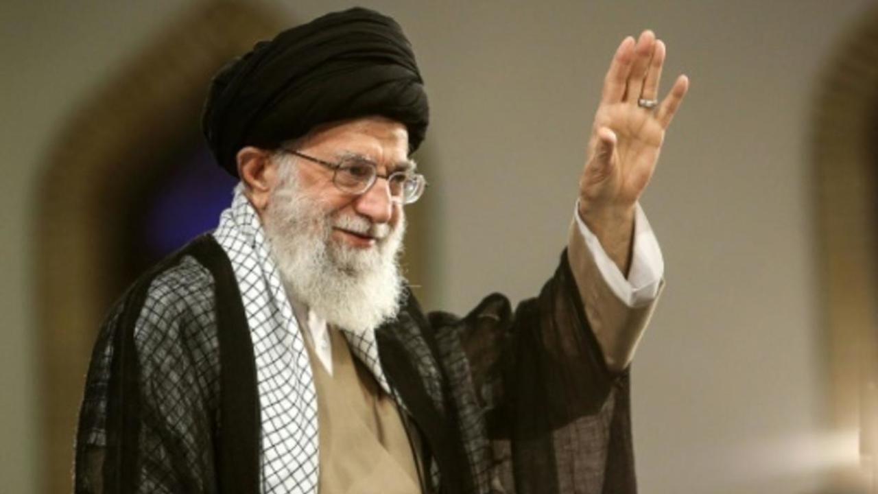 المرشد الأعلى لجمهورية إيران الاسلامية آية الله علي خامنئي وزعها مكتبه في 13 أغسطس/آب 2018 أثناء تجمع في طهران.