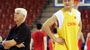 China's 2004 Olympic men's basketball coach Del Harris, at left with superstar center Yao Ming, was named Friday as the National Basketball Coaches Association 2020 Lifetime Achievement Award winner