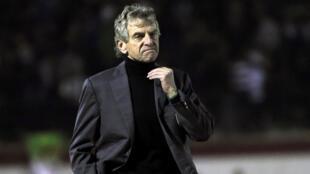 Le sélectionneur Christian Gourcuff espère trouver un accord à l'amiable avec la fédération algérienne.