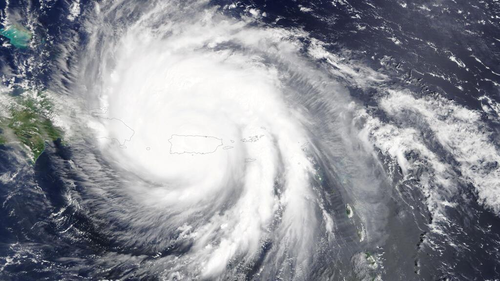 Imagen satelital del huracán María sobrepasando la isla de Puerto Rico en el Mar Caribe el 20 de septiembre de 2017