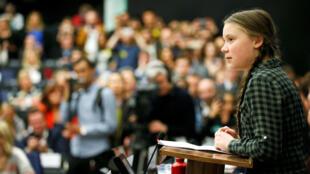 La activista ambiental sueca Greta Thunberg pronuncia un discurso durante una reunión con el Comité Ambiental del Parlamento Europeo en Estrasburgo, Francia, el 16 de abril de 2019.
