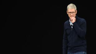 Tim Cook, lors de la présentation de l'iPhone X, dont la technologie de reconnaissance faciale n'existerait pas sans la PME normande Eldim.