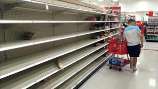 Imagen de una estantería vacía en un supermercado de Kissimmee, en Florida. 29 de agosto de 2019.