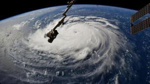 El astronauta Rickey Arnold ve el huracán Florence desde la Estación Espacial Internacional.