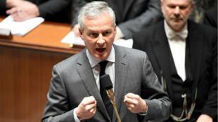 Le ministre français de l'Économie et des Finances, Bruno Le Maire, s'exprimant lors d'une séance de questions au gouvernement à l'Assemblée nationale à Paris le 10 avril 2019.