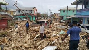 Vista del daño causado por el huracán María en Roseau, Dominica, el 20 de septiembre de 2017.