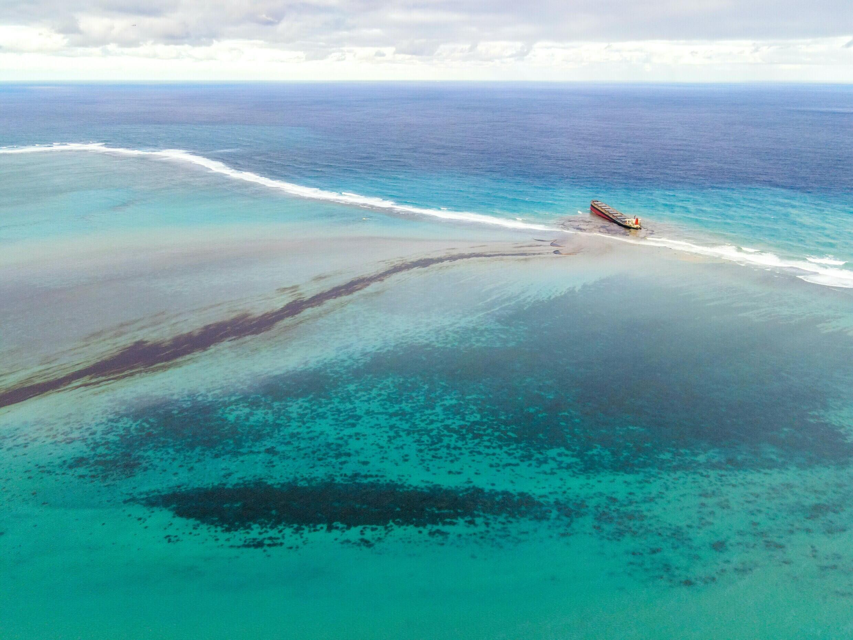 Deux semaines après l'accident, 1 180 tonnes de fioul se sont déjà déversées dans les eaux de l'île Maurice.