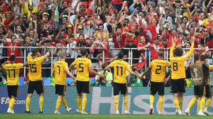 Los jugadores belgas celebran con su afición