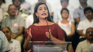 Veronika Mendoza, Franco-Péruvienne, esr créditée de 18, 5 % des intentions de vote.