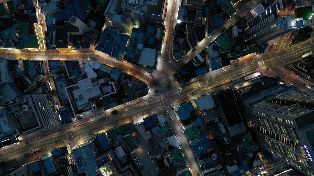 Las calles de Daegu, el epicentro del brote de coronavirus en Corea del Sur, están desiertas a pesar de que la ciudad no está en cuarentena.