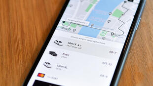Información sobre el precio de una ruta del servicio Uber, en un móvil en Londres, el 28 de septiembre de 2020