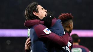 Cavani et Di Maria laissent éclater leur joie, mercredi 28 février 2018, après un but inscrit par le PSG face à l'OM.
