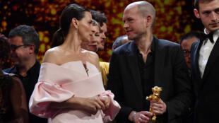 المخرج الإسرائيلي ناداف لابيد يفوز بجائزة الدب الذهبي في مهرجان برلين للسينما. 16 فبراير/شباط 2019