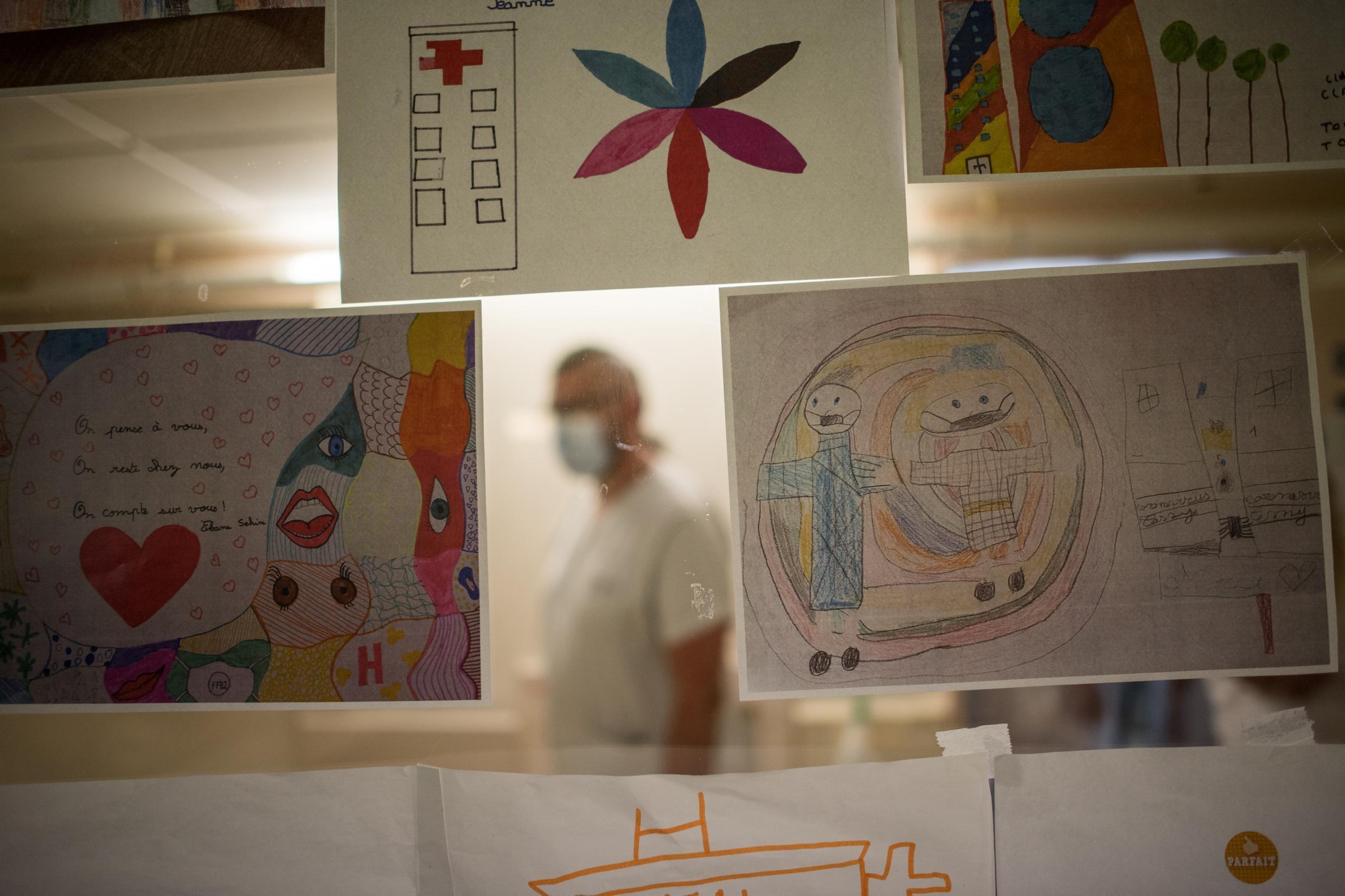 Children's drawings to support healthcare workers are displayed on the window of the rest room in the intensive care service of the Nantes CHU hospital in western France on May 19, 2020.