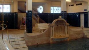 Pour les Journées du Patrimoine, les Bains municipaux de Strasbourg sont à la fois monument historique, piscine, et salle de cinéma.
