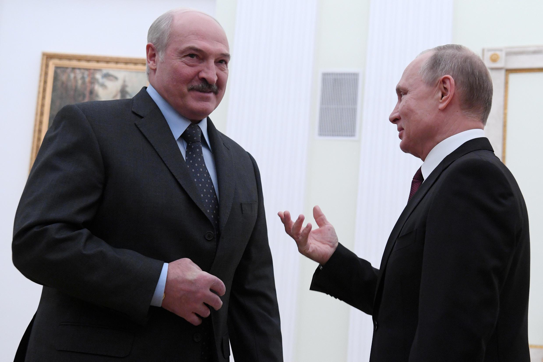 Photo d'archive du président russe Vladimir Poutine (à droite) et de son homologue biélorusse Alexandre Loukachenko, le 29 décembre 2018, à Moscou.