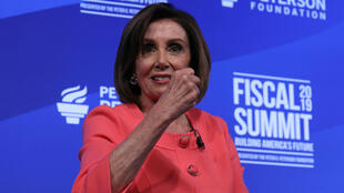 La presidenta de la Cámara de Representantes de los Estados Unidos, Nancy Pelosi, en la cumbre fiscal anual de la Fundación Peterson en Washington D. C., EE. UU., el 11 de junio de 2019.