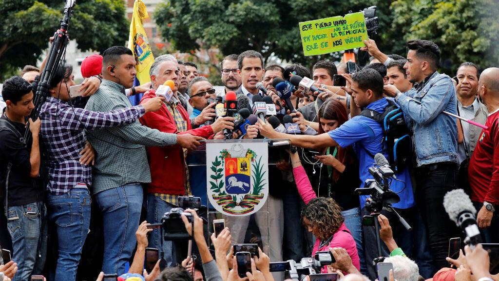 El proclamado presidente interino, Juan Guaidó, durante su pronunciamiento en Caracas, Venezuela, en medio de las manifestaciones convocadas por varios sindicatos de transportadores el 20 de febrero de 2019.