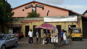 """""""ذي شراين"""" (المعبد)، قاعة رمزية لحفلات موسيقى الأفروبيت الأفريقية."""