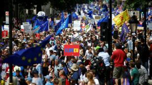Miles de británicos se movilizan en las calles de Londres cuando se cumplen dos años desde que Reino Unido votó 'Sí' al referendo sobre abandonar la Unión Europea. 23 de junio de 2018.