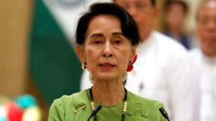 Aung San Suu Kyi habla durante una conferencia de prensa con el primer ministro de India Narendra Modi en Naypyitaw, Myanmar, el 6 de septiembre de 2017.