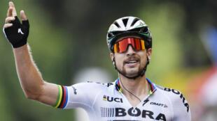 Le champion du monde slovaque Peter Sagan (Bora) sur la ligne d'arrivée de la 3e étape du Tour 2017.