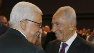شيمون بيريز وجها لوجه مع محمود عباس