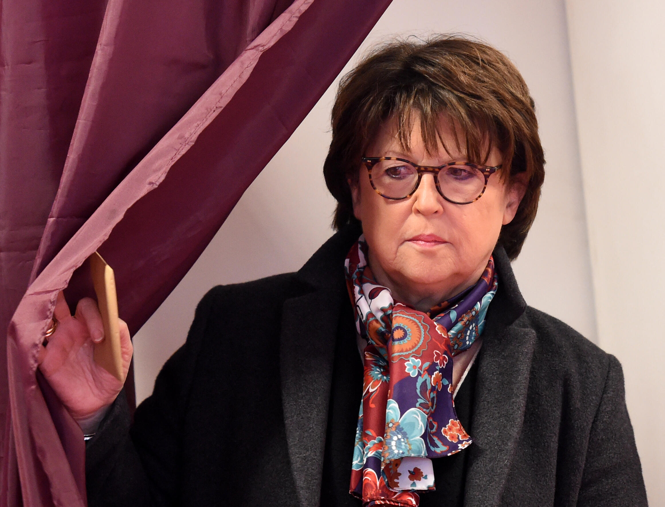 Outgoing Mayor of Socialist party Martine Aubry prepares to vote on March 15, 2020 at the polling station at the Jean-Jacques Rousseau school in Lille, northern France, on March 15, 2020 during the first round of mayoral elections in France.