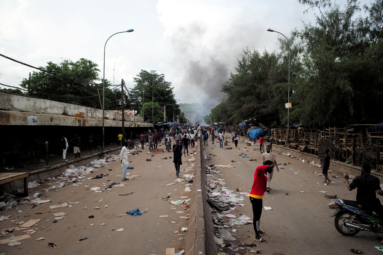 Des manifestants opposés au pouvoir malien pendant la journée de mobilisation à Bamako, le 10 juillet 2020.