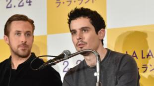 """Damien Chazelle et son acteur Ryan Gosling lors de la tournée promotionnelle de """"La La Land"""" au Japon."""