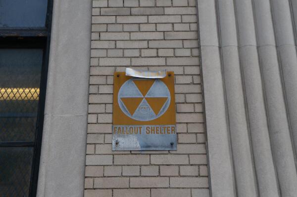"""Le nom de Trump a été ajouté sur cette plaque """"abri anti-atomique"""" à New York."""